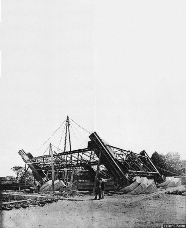 La Tour Eiffel In Construction