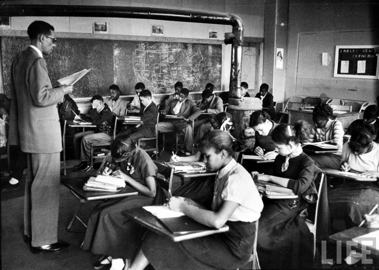 hist_us_20_civil_rights_pic_black_school_classroom