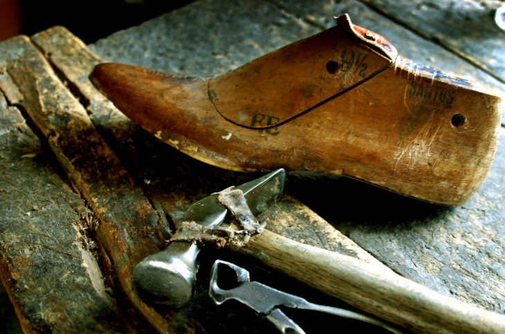 Shoe repairing in Barcelona is one of the dying trades that we want to reactivate