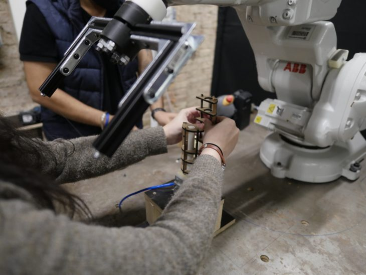 Assembly of base-gripper and wire-cut end-effector attached to robot
